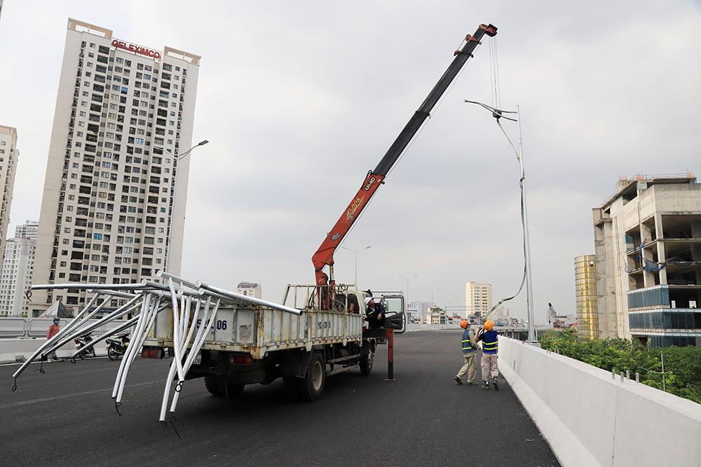 Toàn cảnh cầu cạn đoạn Mai Dịch - Nam Thăng Long trước ngày thông xe Ảnh 10