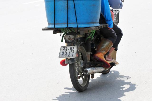 Cận cảnh những chiếc xe máy cũ nát đến mức không thể nát hơn trên mọi ngả đường của Hà Nội Ảnh 7