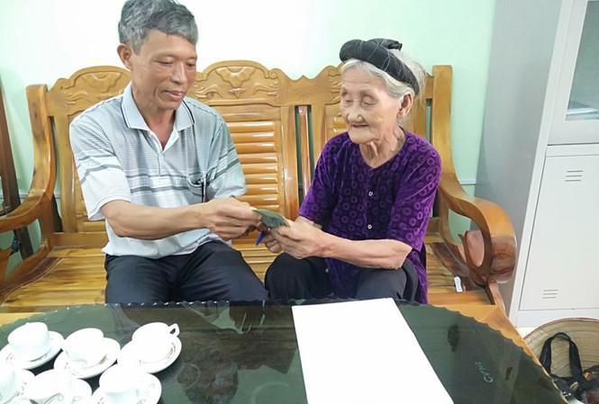 Cụ bà 84 tuổi xin thoát nghèo được khen thưởng trong phong trào thi đua yêu nước Ảnh 3