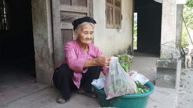 Cụ bà 84 tuổi xin thoát nghèo được khen thưởng trong phong trào thi đua yêu nước Ảnh 1