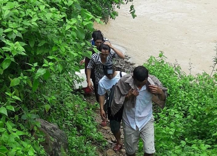 Phát hiện 5 công dân vượt sông nhập cảnh trái phép vào Việt Nam Ảnh 1