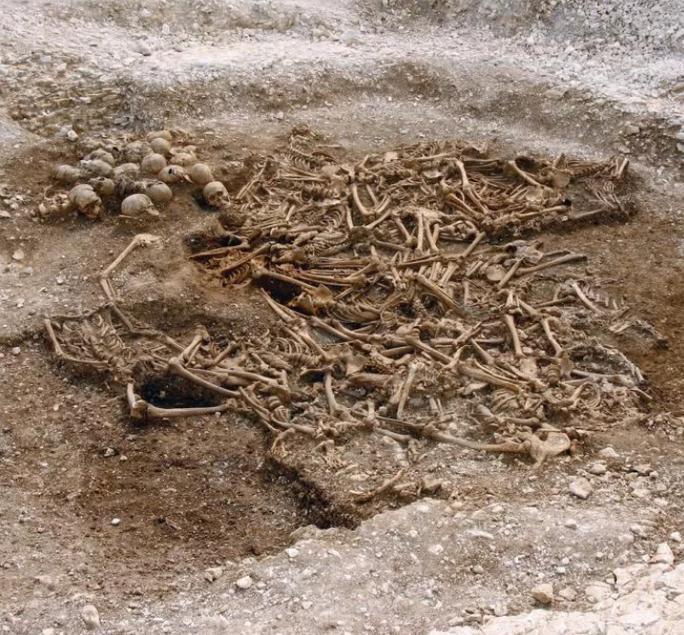 Phát hiện chấn động về ngôi mộ cổ của 50 chiến binh không đầu Ảnh 1