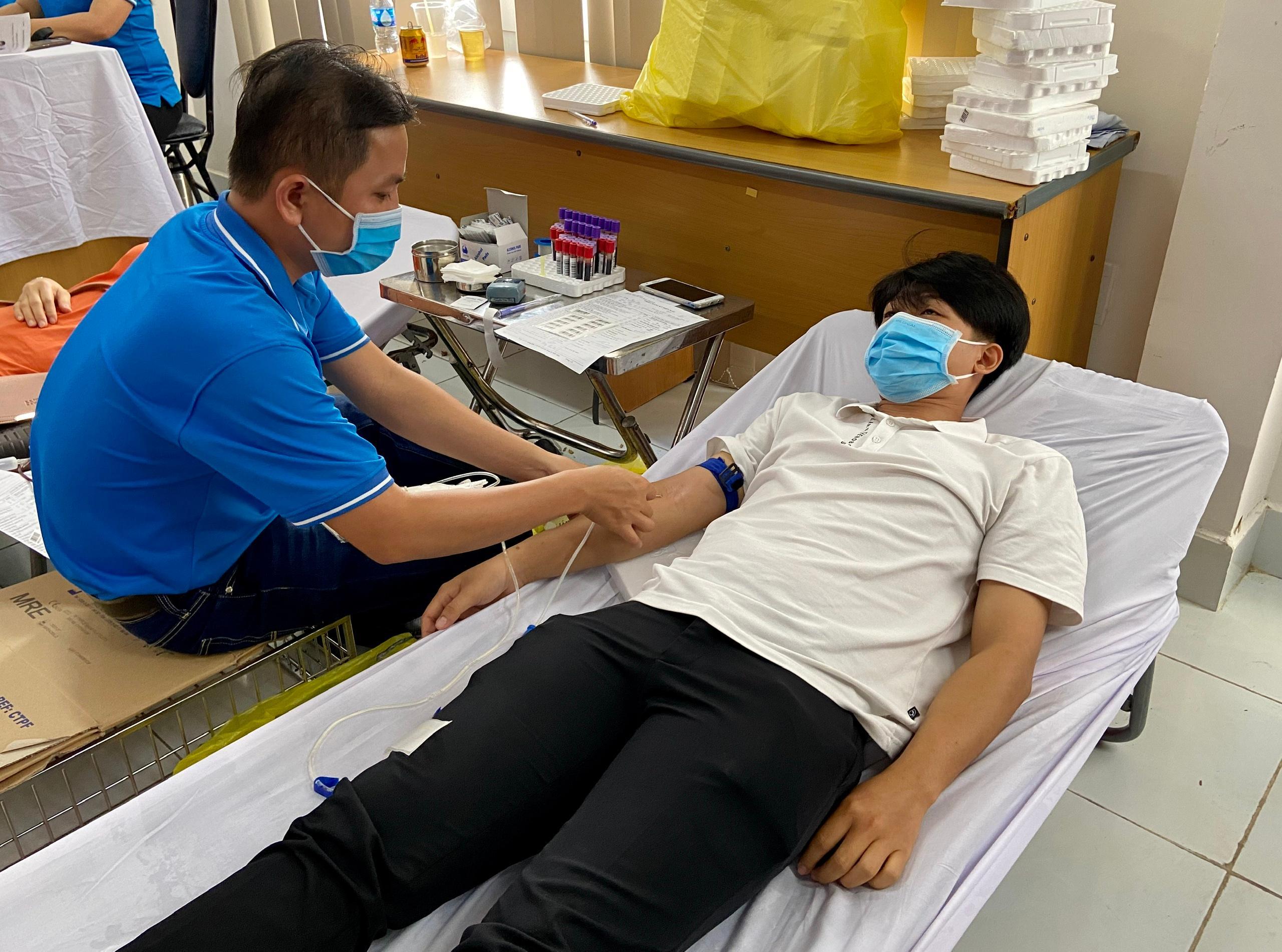 360 người dân hiến máu tình nguyện Ảnh 1