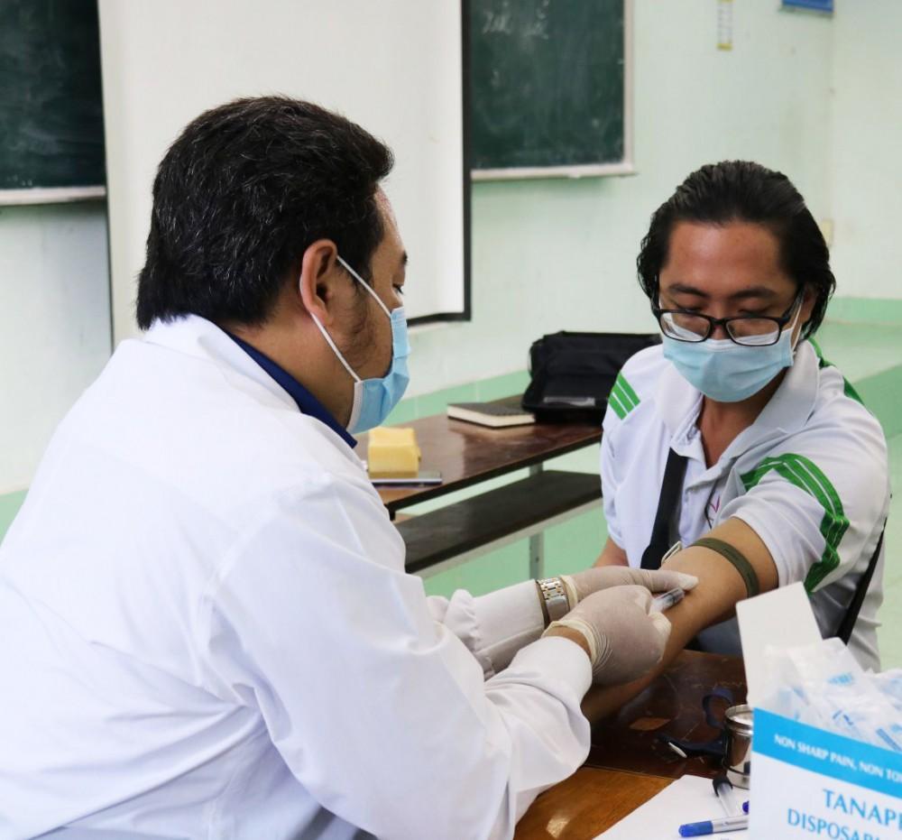 Truyền thông và lấy mẫu xét nghiệm HIV cho học sinh, sinh viên ở 10 trường đại học, cao đẳng Ảnh 1