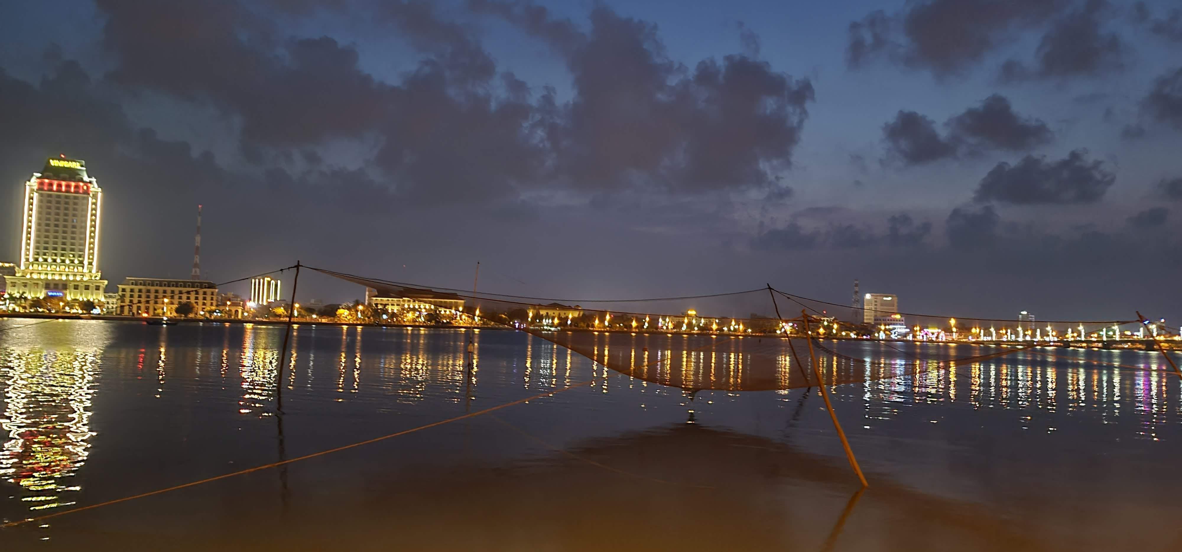 Đôi bờ sông Nhật Lệ bừng sáng sau khi được chỉnh trang Ảnh 17