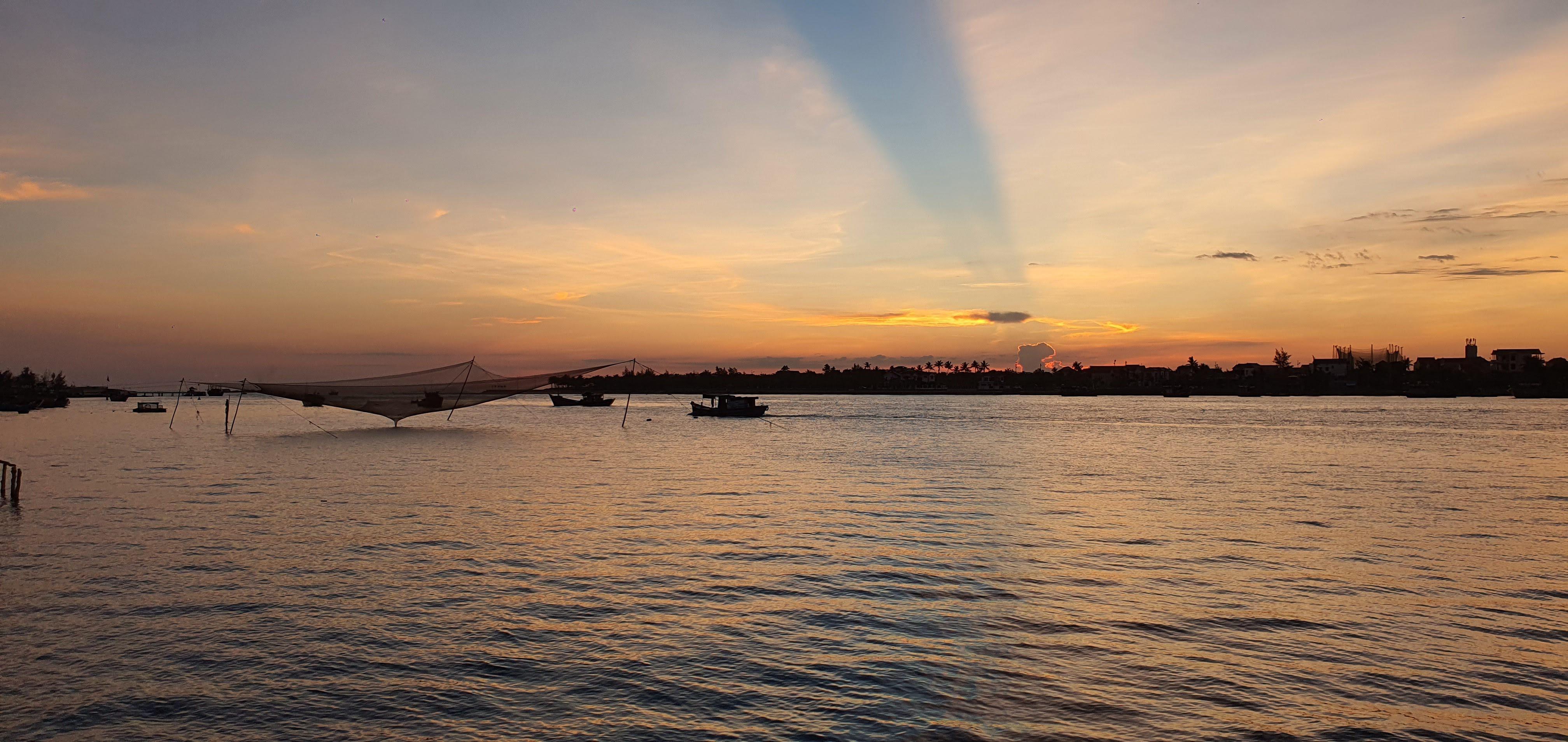 Đôi bờ sông Nhật Lệ bừng sáng sau khi được chỉnh trang Ảnh 19