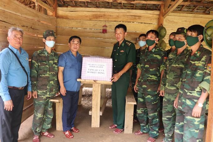Quảng Bình: Thăm hỏi, tặng quà bộ đội biên phòng Ảnh 1