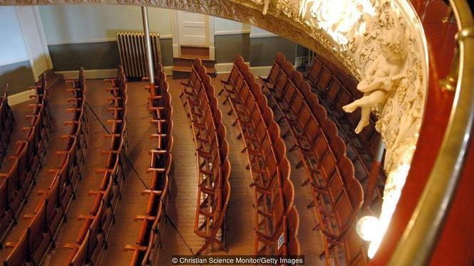 Vẻ đẹp ấn tượng của nhà hát kịch tuyệt đẹp duy nhất thế giới nằm giữa biên giới Mỹ-Canada Ảnh 4
