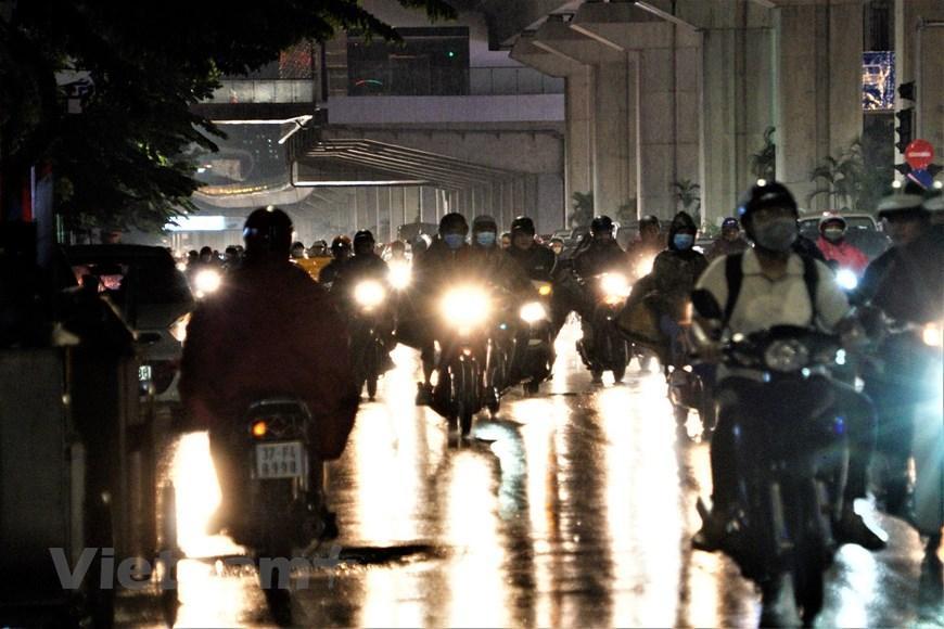 Đường phố Hà Nội tắc cứng trong cơn mưa chiều 22/9 Ảnh 7