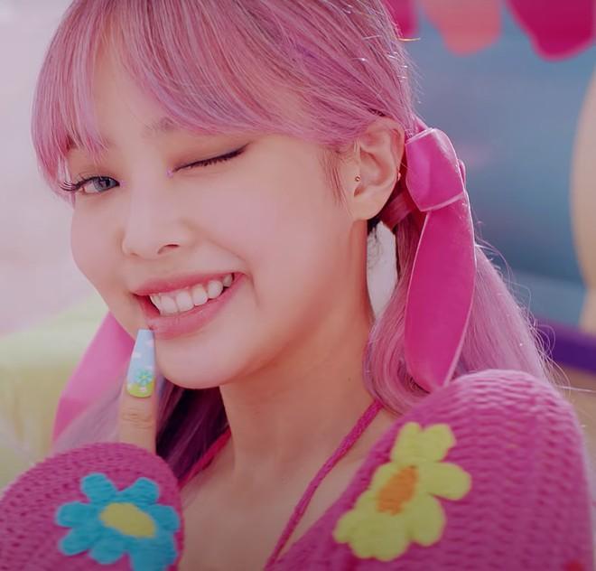 Nhạc gì Jennie cũng nhảy: Cùng là để tóc mái mà lúc thì ngây thơ trong sáng, khi lại quyến rũ lịm người Ảnh 5