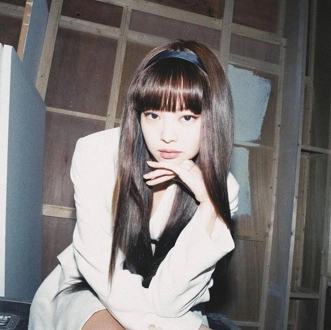 Nhạc gì Jennie cũng nhảy: Cùng là để tóc mái mà lúc thì ngây thơ trong sáng, khi lại quyến rũ lịm người Ảnh 4