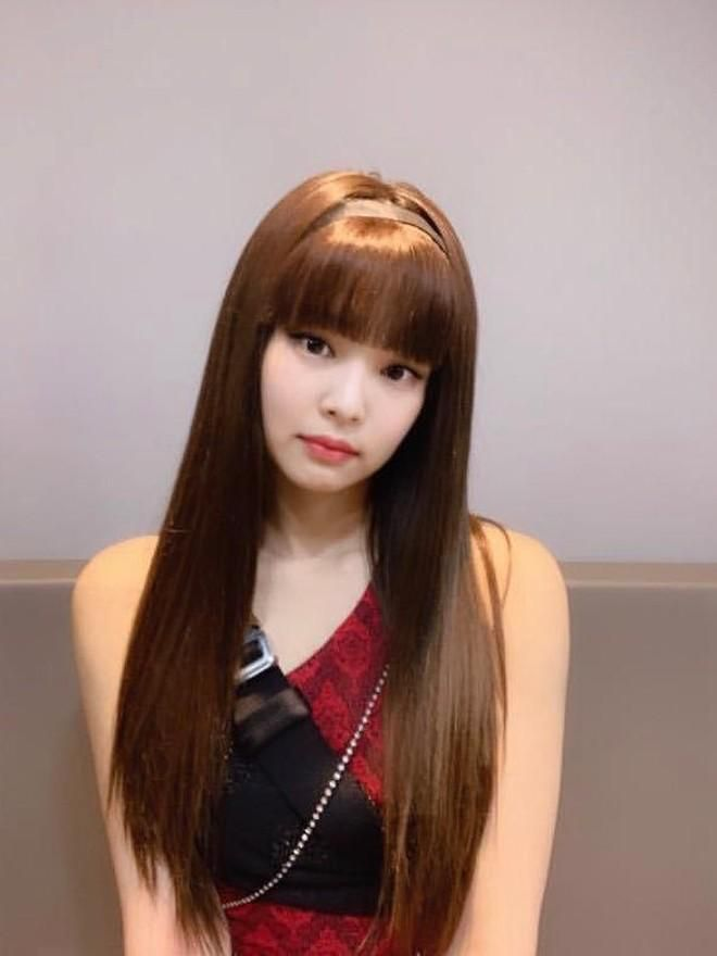 Nhạc gì Jennie cũng nhảy: Cùng là để tóc mái mà lúc thì ngây thơ trong sáng, khi lại quyến rũ lịm người Ảnh 1