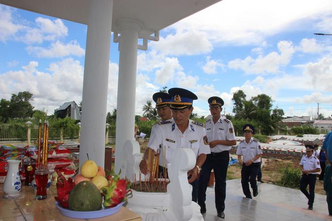 Trao 2.000 lá cờ Tổ quốc cho ngư dân huyện An Minh Ảnh 12