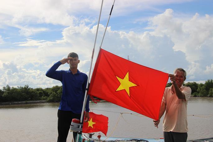 Trao 2.000 lá cờ Tổ quốc cho ngư dân huyện An Minh Ảnh 8