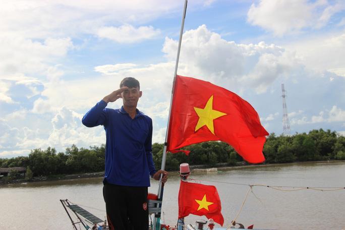 Trao 2.000 lá cờ Tổ quốc cho ngư dân huyện An Minh Ảnh 9