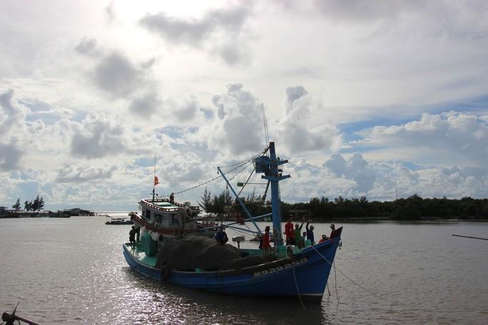 Trao 2.000 lá cờ Tổ quốc cho ngư dân huyện An Minh Ảnh 6