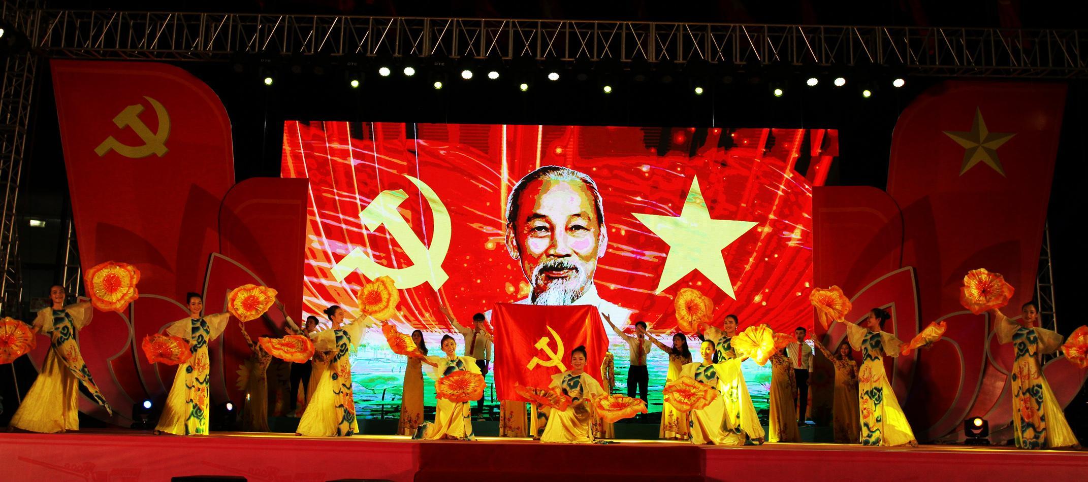 Chương trình nghệ thuật 'Tuổi trẻ Quảng Ninh tự hào tiến bước dưới cờ Đảng' Ảnh 1
