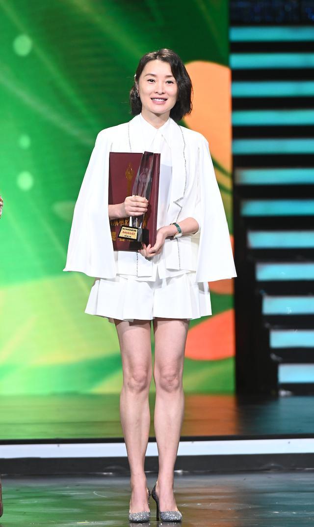 Buổi tuyên dương đề cử của giải Kim Kê Bách Hoa: Dịch Dương Thiên Tỉ cạnh tranh với đàn anh, Dương Tử xinh đẹp rạng ngời Ảnh 15