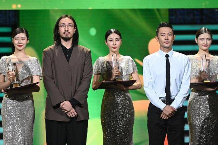 Buổi tuyên dương đề cử của giải Kim Kê Bách Hoa: Dịch Dương Thiên Tỉ cạnh tranh với đàn anh, Dương Tử xinh đẹp rạng ngời Ảnh 1