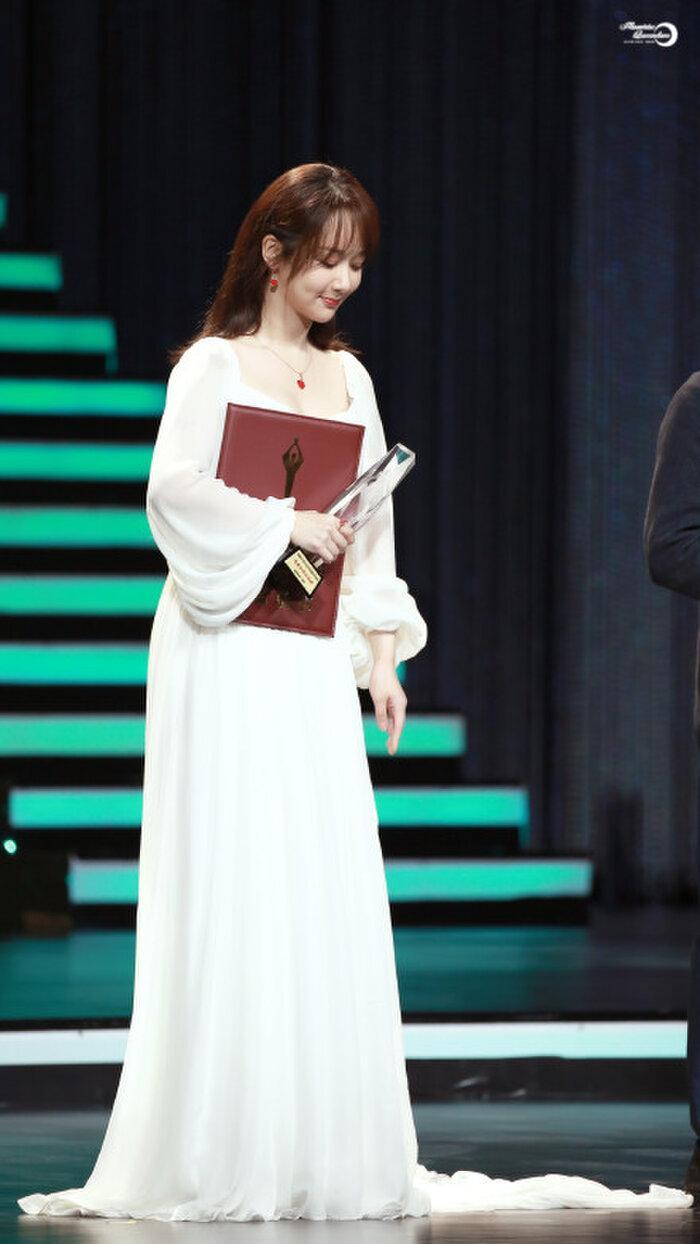 Buổi tuyên dương đề cử của giải Kim Kê Bách Hoa: Dịch Dương Thiên Tỉ cạnh tranh với đàn anh, Dương Tử xinh đẹp rạng ngời Ảnh 22
