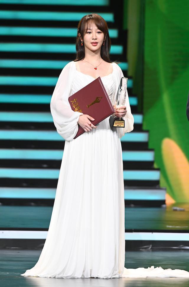 Buổi tuyên dương đề cử của giải Kim Kê Bách Hoa: Dịch Dương Thiên Tỉ cạnh tranh với đàn anh, Dương Tử xinh đẹp rạng ngời Ảnh 17