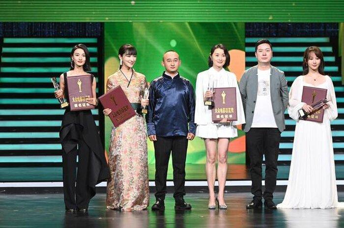 Buổi tuyên dương đề cử của giải Kim Kê Bách Hoa: Dịch Dương Thiên Tỉ cạnh tranh với đàn anh, Dương Tử xinh đẹp rạng ngời Ảnh 4