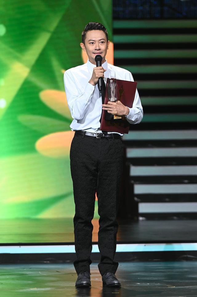 Buổi tuyên dương đề cử của giải Kim Kê Bách Hoa: Dịch Dương Thiên Tỉ cạnh tranh với đàn anh, Dương Tử xinh đẹp rạng ngời Ảnh 14