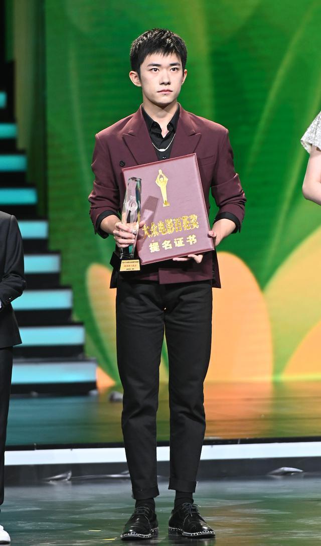 Buổi tuyên dương đề cử của giải Kim Kê Bách Hoa: Dịch Dương Thiên Tỉ cạnh tranh với đàn anh, Dương Tử xinh đẹp rạng ngời Ảnh 6