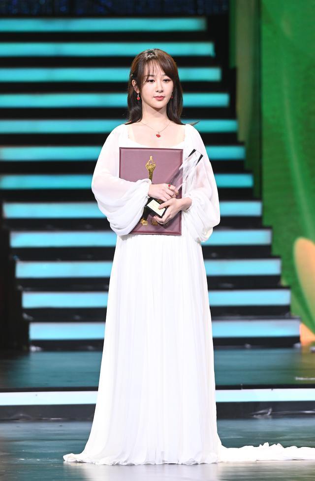 Buổi tuyên dương đề cử của giải Kim Kê Bách Hoa: Dịch Dương Thiên Tỉ cạnh tranh với đàn anh, Dương Tử xinh đẹp rạng ngời Ảnh 18