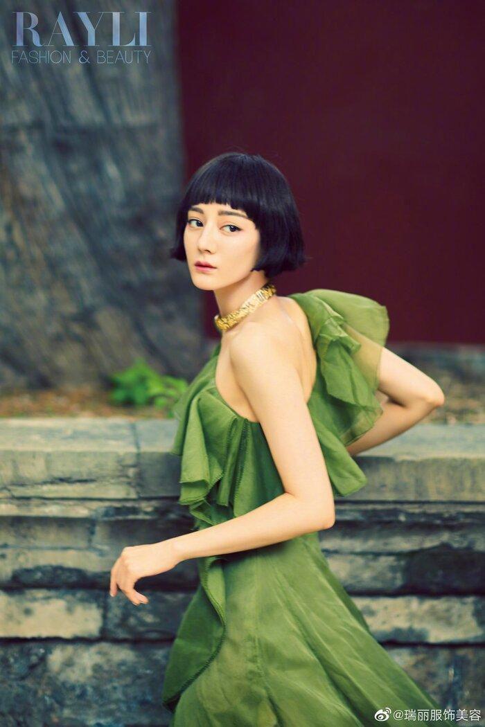 Mỹ nhân Tân Cương Địch Lệ Nhiệt Ba 'xấu lạ' với mái tóc ngắn cụt ngủn trên tạp chí Ảnh 3