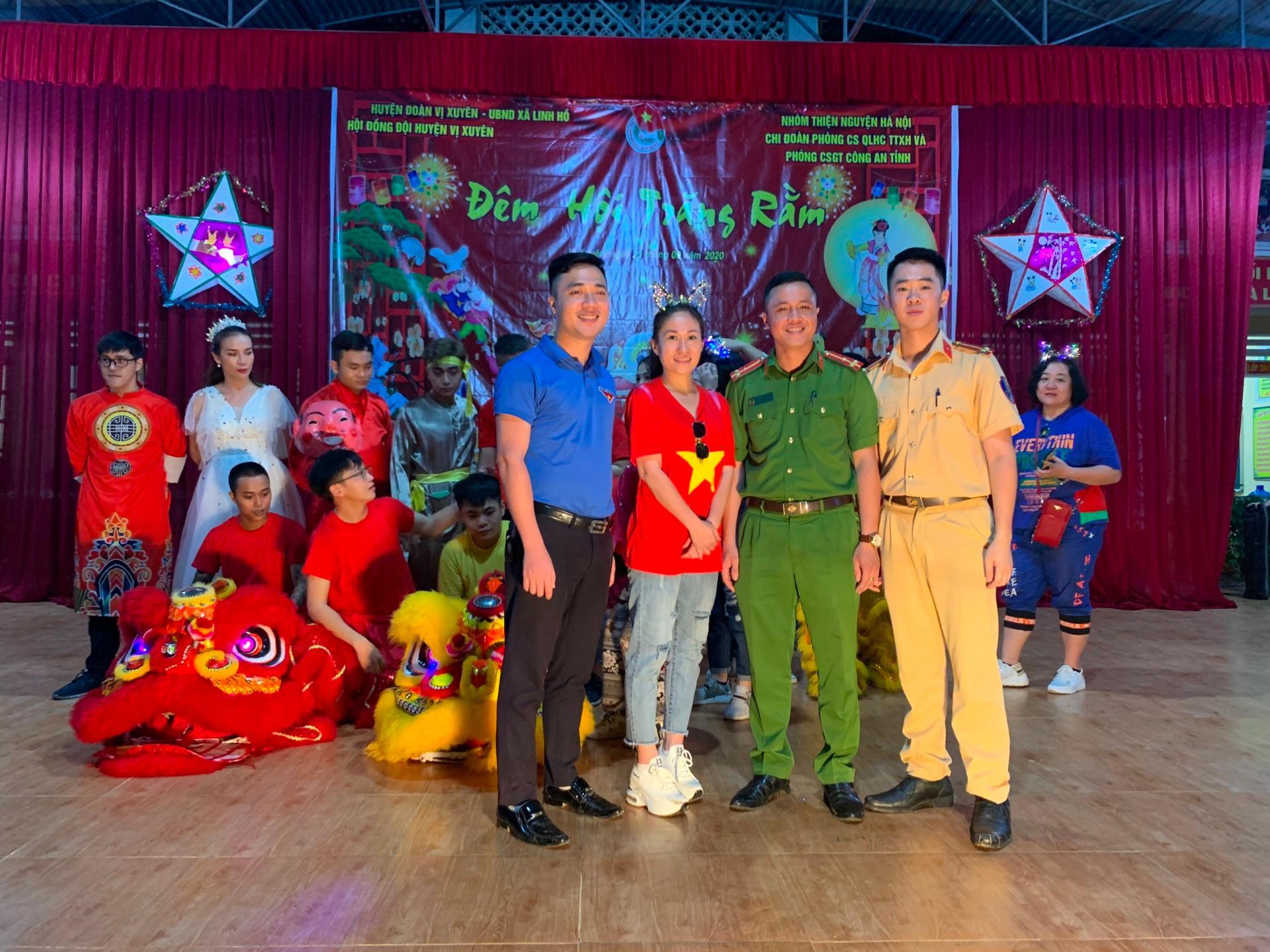 'Trăng sáng cho em' đến sớm với trẻ em Hà Giang Ảnh 3