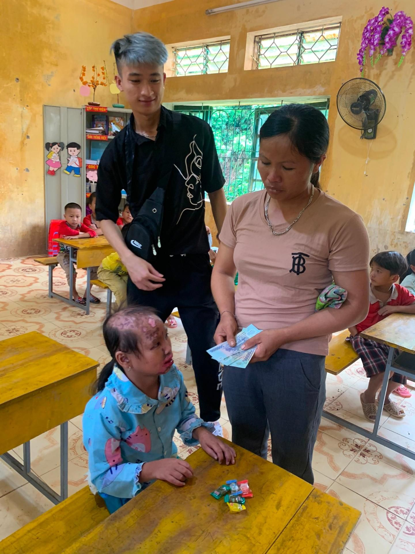 'Trăng sáng cho em' đến sớm với trẻ em Hà Giang Ảnh 5
