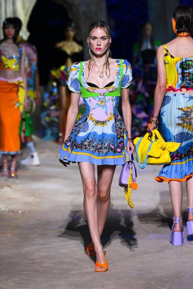 Irina Shayk diện váy xẻ sâu trên sàn catwalk Ảnh 9