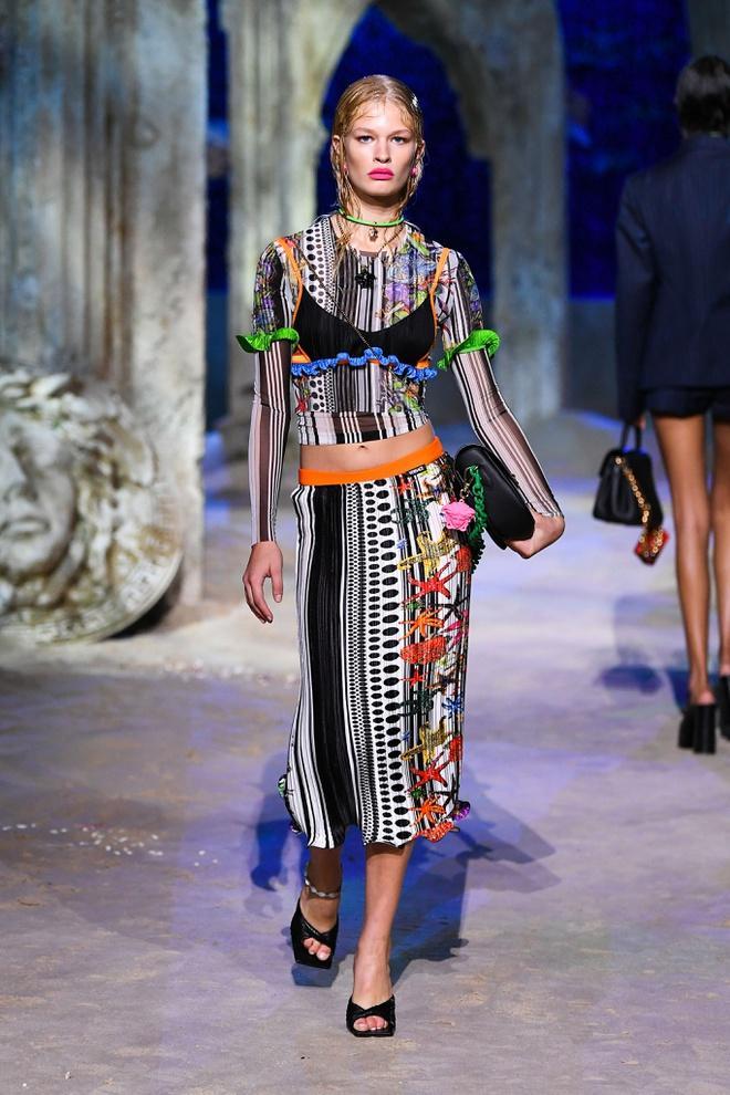 Irina Shayk diện váy xẻ sâu trên sàn catwalk Ảnh 11