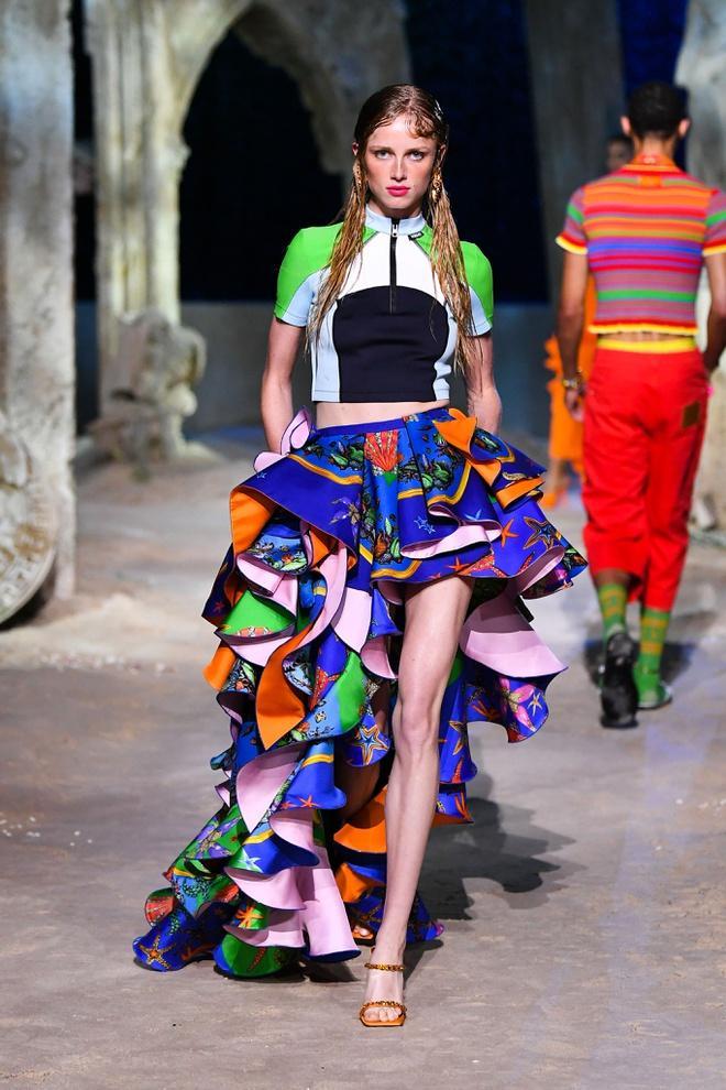 Irina Shayk diện váy xẻ sâu trên sàn catwalk Ảnh 6