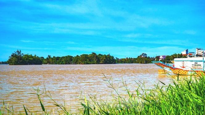 Sông Hương bất ngờ đổi màu khác thường nhiều ngày Ảnh 9