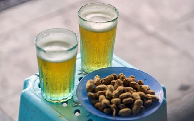 Chê cốc bia hơi 'cóc gặm', vậy cốm Vòng gói lá sen cũng là bảo thủ sao? Ảnh 1