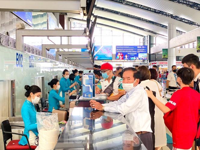 Sân bay Nội Bài sôi động trở lại sau kỳ nghỉ 'COVID -19' Ảnh 6
