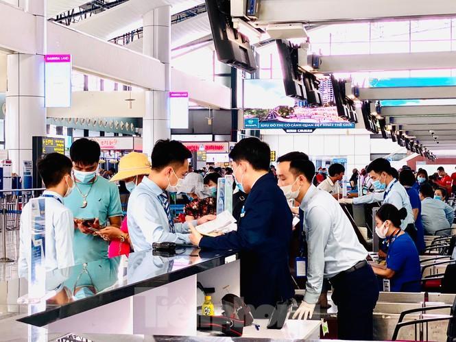 Sân bay Nội Bài sôi động trở lại sau kỳ nghỉ 'COVID -19' Ảnh 5
