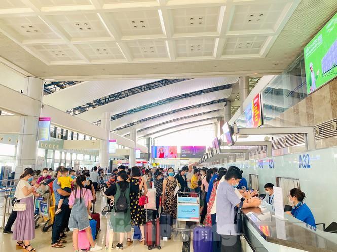 Sân bay Nội Bài sôi động trở lại sau kỳ nghỉ 'COVID -19' Ảnh 8
