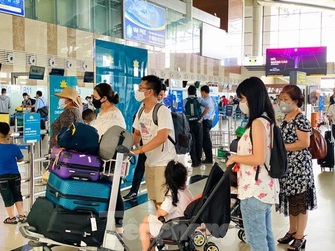 Sân bay Nội Bài sôi động trở lại sau kỳ nghỉ 'COVID -19' Ảnh 3