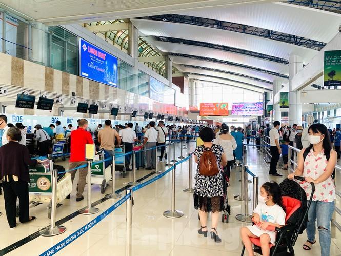 Sân bay Nội Bài sôi động trở lại sau kỳ nghỉ 'COVID -19' Ảnh 1