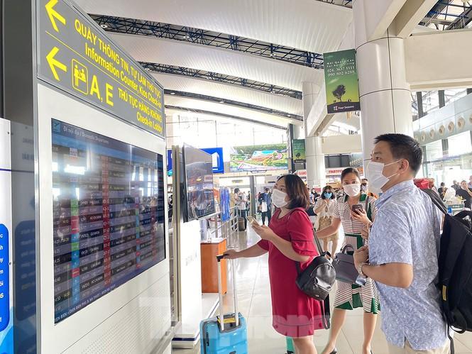 Sân bay Nội Bài sôi động trở lại sau kỳ nghỉ 'COVID -19' Ảnh 2