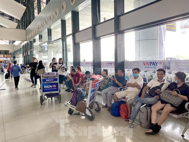 Sân bay Nội Bài sôi động trở lại sau kỳ nghỉ 'COVID -19' Ảnh 10