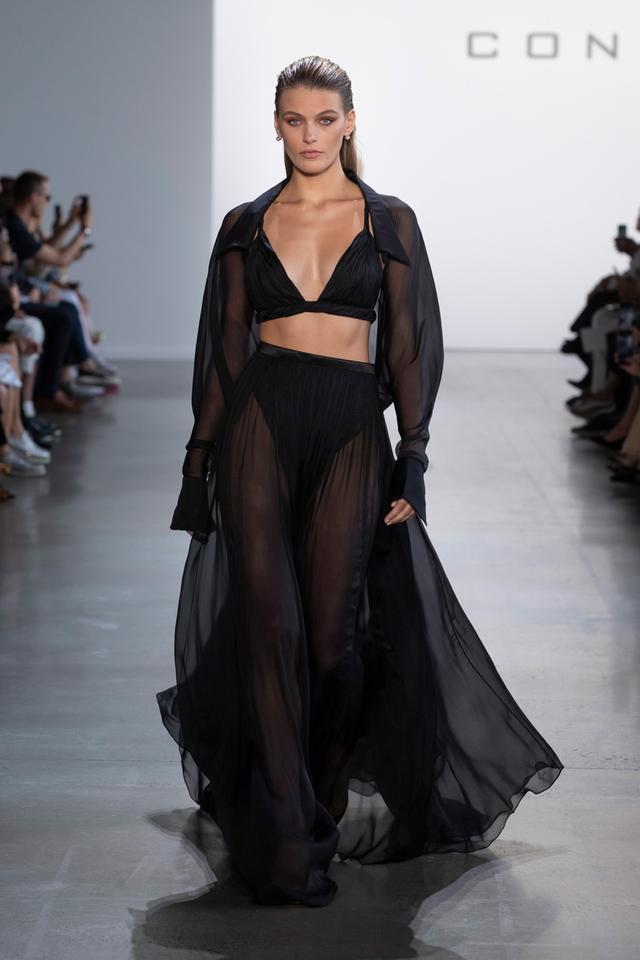 Jennifer Lopez diện thiết kế xuyên thấu của nhà mốt Công Trí Ảnh 3