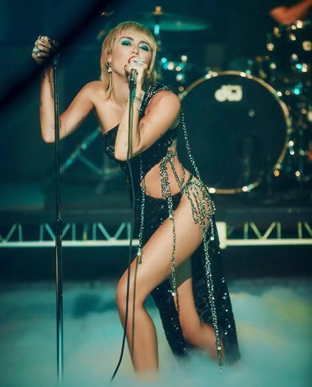 Jennifer Lopez diện thiết kế xuyên thấu của nhà mốt Công Trí Ảnh 4