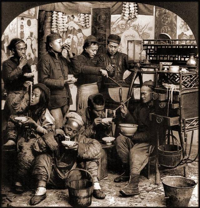 Loạt ảnh quý giá phản ánh chân thật cuộc sống người Trung Quốc trong giai đoạn biến động vào cuối thời nhà Thanh Ảnh 9