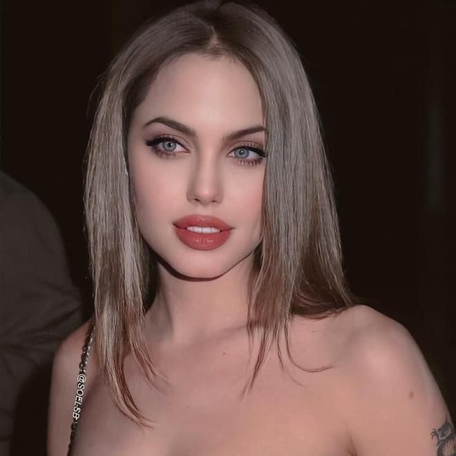 Dân tình đang náo loạn vì bộ ảnh Angelina Jolie ở thời kỳ đẹp nhất: Mặt như tạc, body 'ngộp thở', bảo sao Brad Pitt mê mệt Ảnh 4
