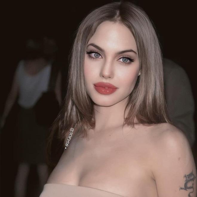 Dân tình đang náo loạn vì bộ ảnh Angelina Jolie ở thời kỳ đẹp nhất: Mặt như tạc, body 'ngộp thở', bảo sao Brad Pitt mê mệt Ảnh 1