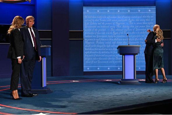 Hành động trái ngược giữa vợ hai ứng viên tổng thống sau màn tranh luận đầu tiên Ảnh 3